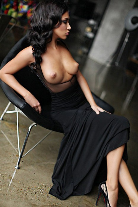 Long-Black-Dress-Imgur.jpg (210 KB)
