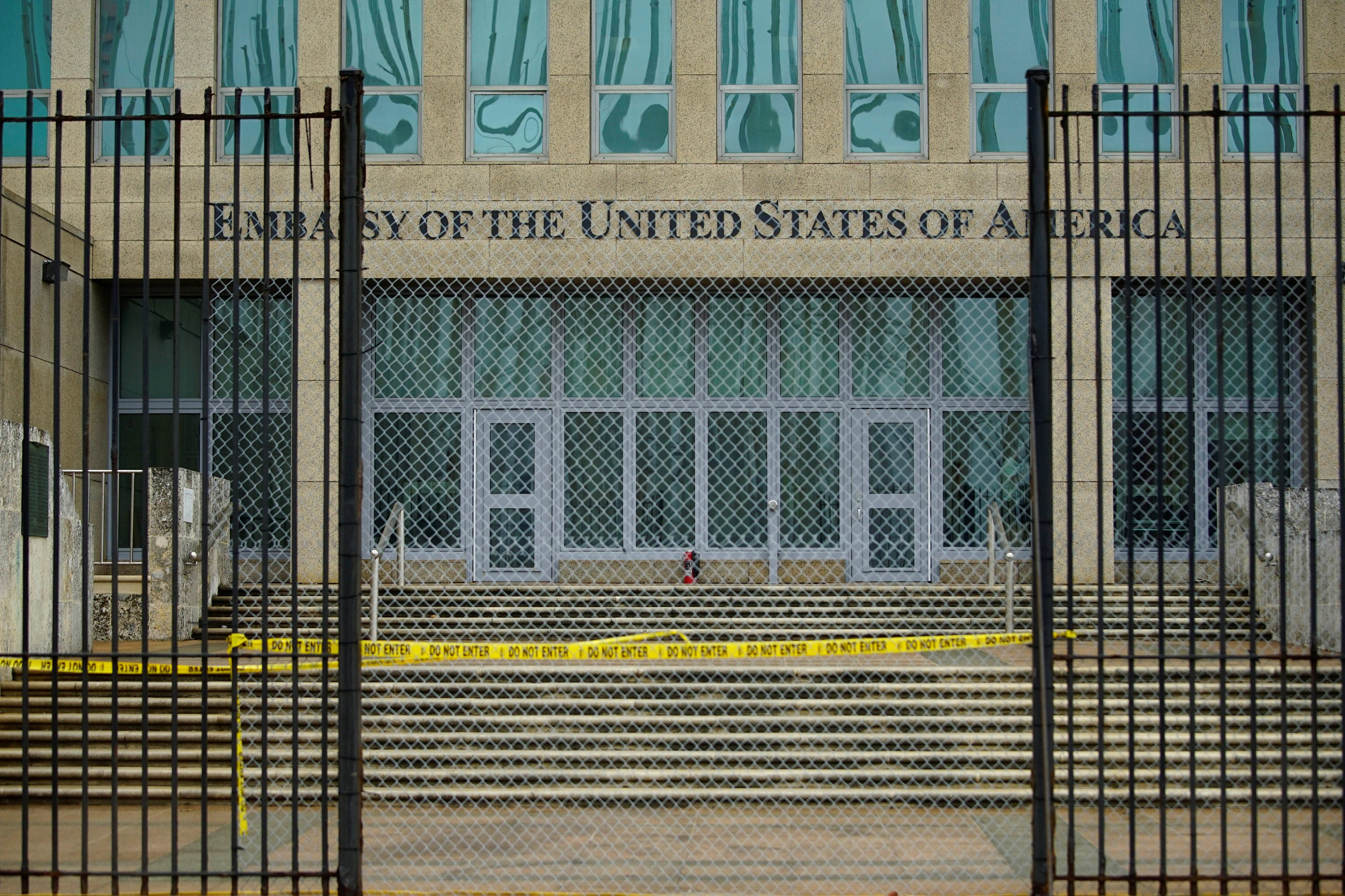 USA warns against travel to Cuba, cuts embassy staff after mysterious 'attacks'