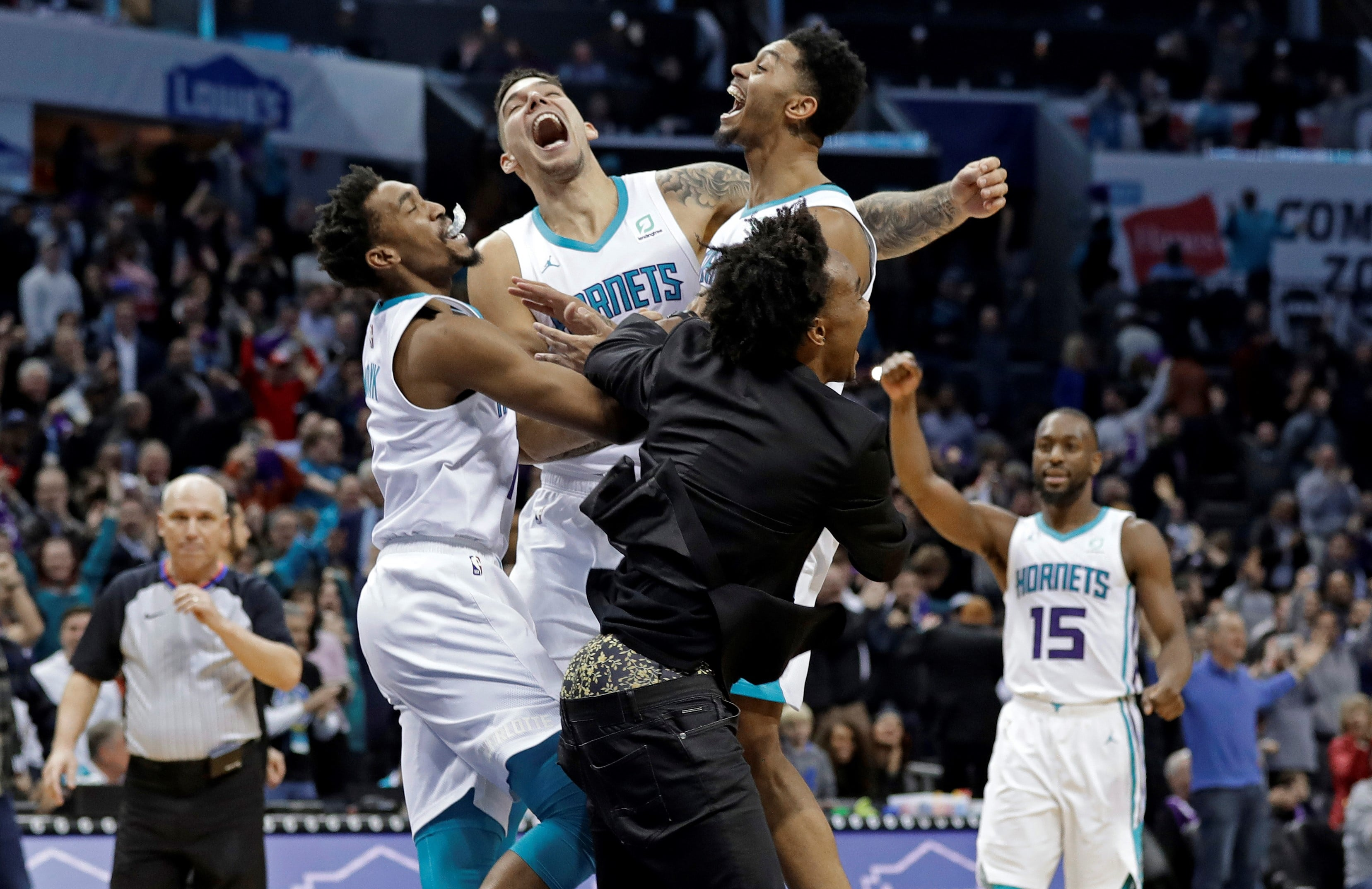 Lamb's basket enables Hornets to sting Pistons