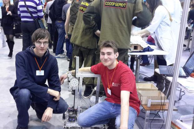 Прототип АМИ— робот-погрузчик который выиграл несколько соревнований