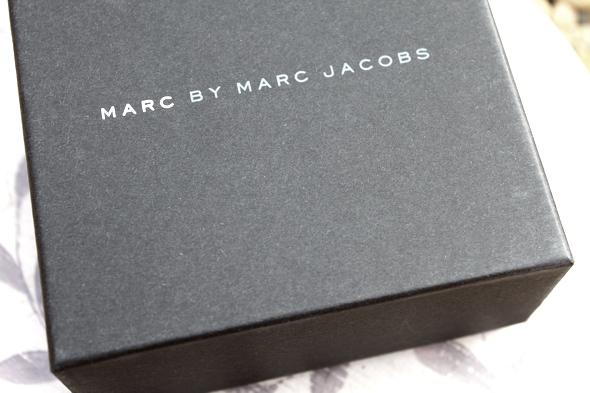 marc by marc jacobs watch box
