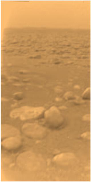 Imagem do solo de Titã captada pela sonda europeia Huygens (http://nssdc.gsfc.nasa.gov)