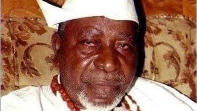 Photo of 'Arts lovers will miss Aworo,' Buhari
