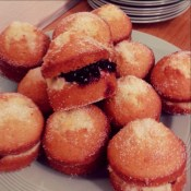 ...and yummy mini victoria sponges!