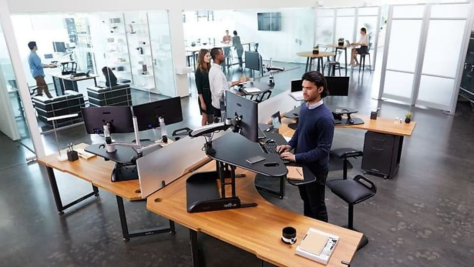 Do You Know the Benefits of Using a Standing Desk?