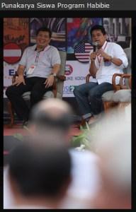 Poempida Hidayatulloh (kanan) Anggota DPR RI FPG, Menjadi Pembicara Sebagai Salah Satu Alumni Penerima Beasiswa Program Habibie, Nampak juga Daniel Tobing (kiri) Anggota DPR RI FPDI-P Juga Sebagai Salah Satu Alumni