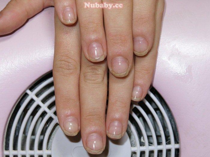 剪皮摳甲玩指甲 小蓉指甲矯正