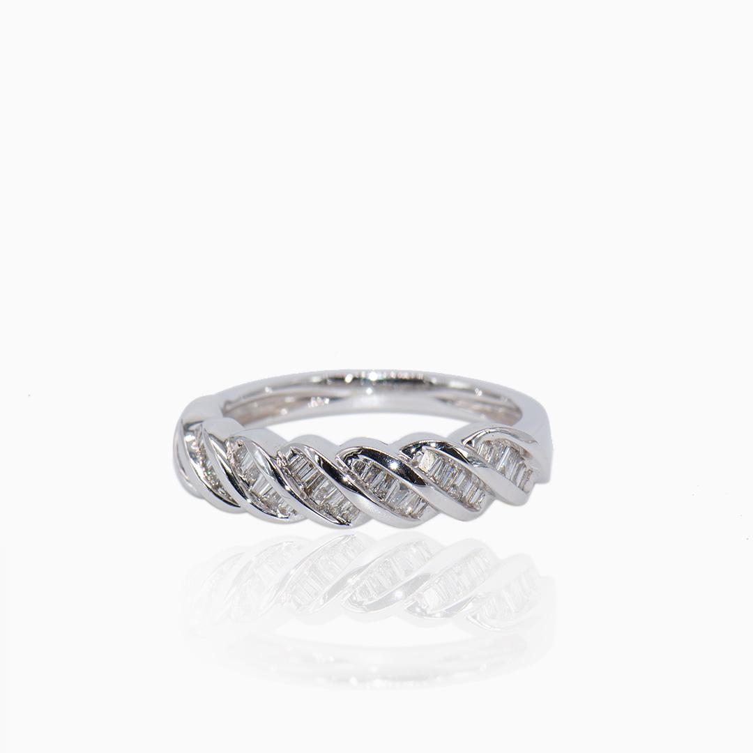 Sortija Oro Blanco Diamantes en Espiral