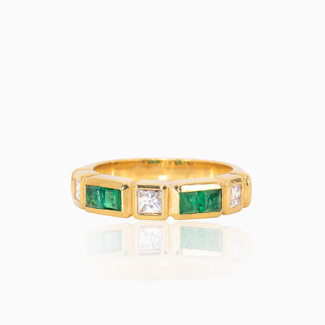 Anillo de Oro con Esmeraldas y Diamantes