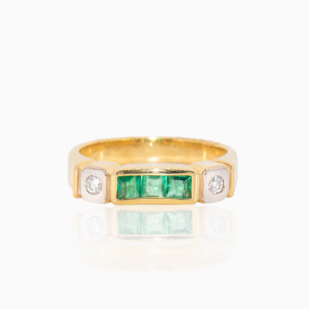 Anillo de Oro y Oro Blanco con Esmeraldas y Diamantes