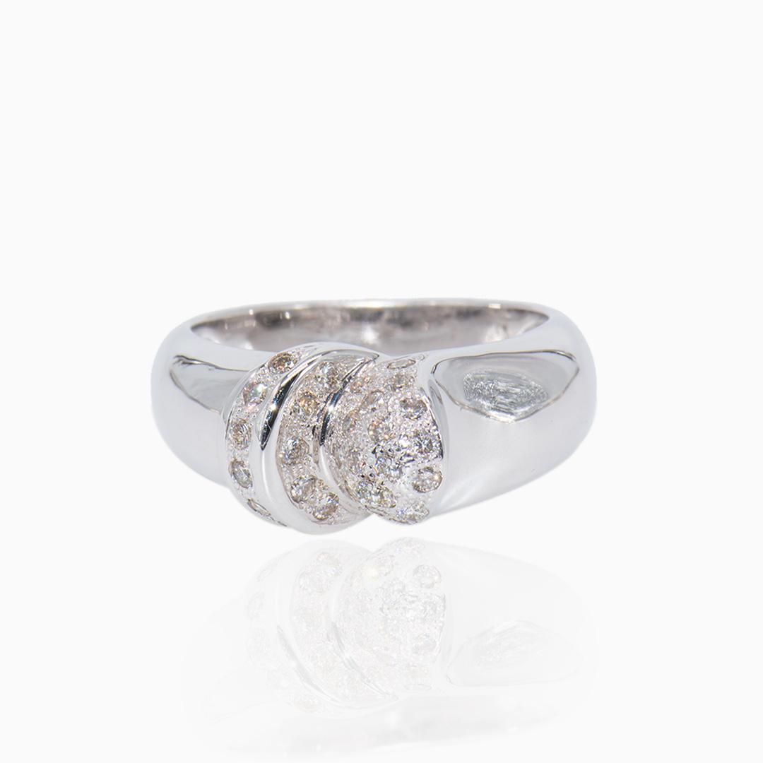 Anillo Oro Blanco y Diamantes en Media Caña