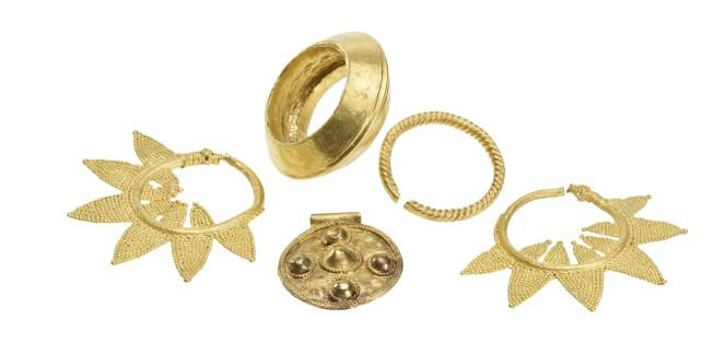 23-CaravansofGold-Jewelry.jpg