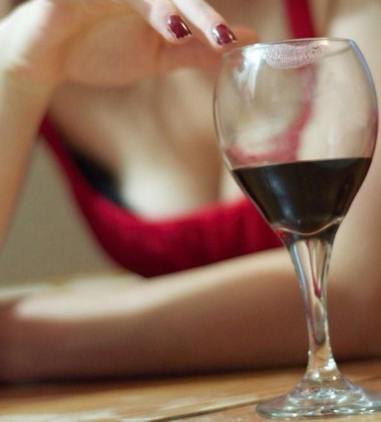 lipstick stain on wine glass - how to avoid