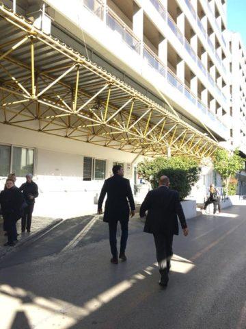 """Απάντηση στα όσα """"εξήγγειλε"""" κατά την επίσκεψή του στον νοσοκομείο Ευαγγελισμός ο υπουργός Υγείας Βασίλης Κικίλιας, έδωσε ένας άνθρωπος εκ των έσω του πιο μεγάλου νοσοκομείου της χώρας, η νοσηλεύτρια Φωτεινή Καρυστινάκη, αποκαλύπτοντας όλο το παρασκήνιο από το διορισμό του νέου διοικητή, την καρατόμηση στελεχών του νοσοκομείου, τη μη προώθηση των προσλήψεων γιατρών και νοσηλευτικού προσωπικού."""