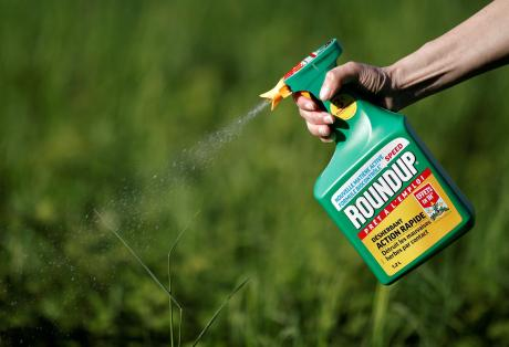 Αποζημίωση μαμούθ για ζευγάρι καρκινοπαθών σε βάρος της εταιρείας που παράγει το ζιζανιοκτόνο Roundup