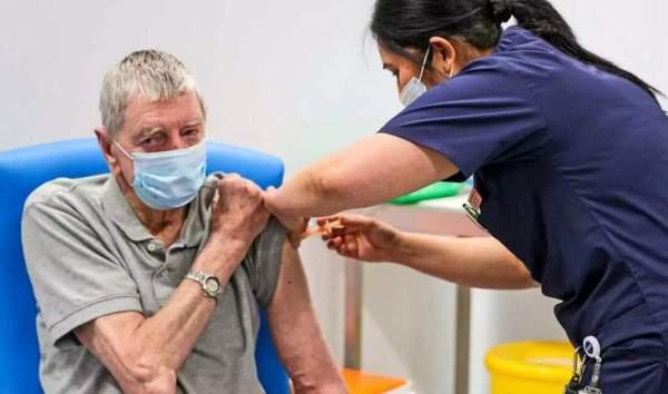 Γιατί πρέπει να συνεχίσετε να φοράτε μάσκα όταν κάνετε το εμβόλιο κορωνοιού