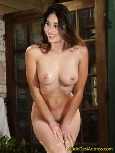 Kareena Kapoorfull nude pose fake