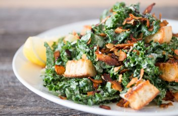 #vegan+kale+caesar+salad+with+#coconutbacon+|+RECIPE+on+hotforfoodblog.com