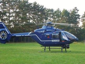 einsatzwagen_polizei_fahrzeug_pkw_auto_blaulicht_polizeihelikopter_helikopter