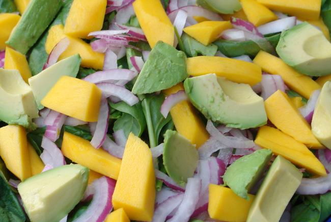 Ensalada de espinacas con mango y aguacate