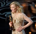 Cate Blanchett recogiendo el Oscar
