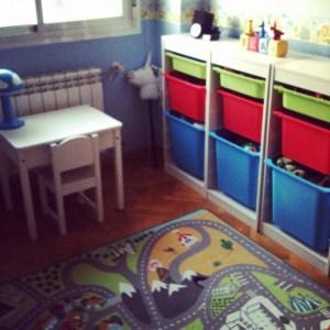 La primera versión de la habitación de inspiración montessori de Izan