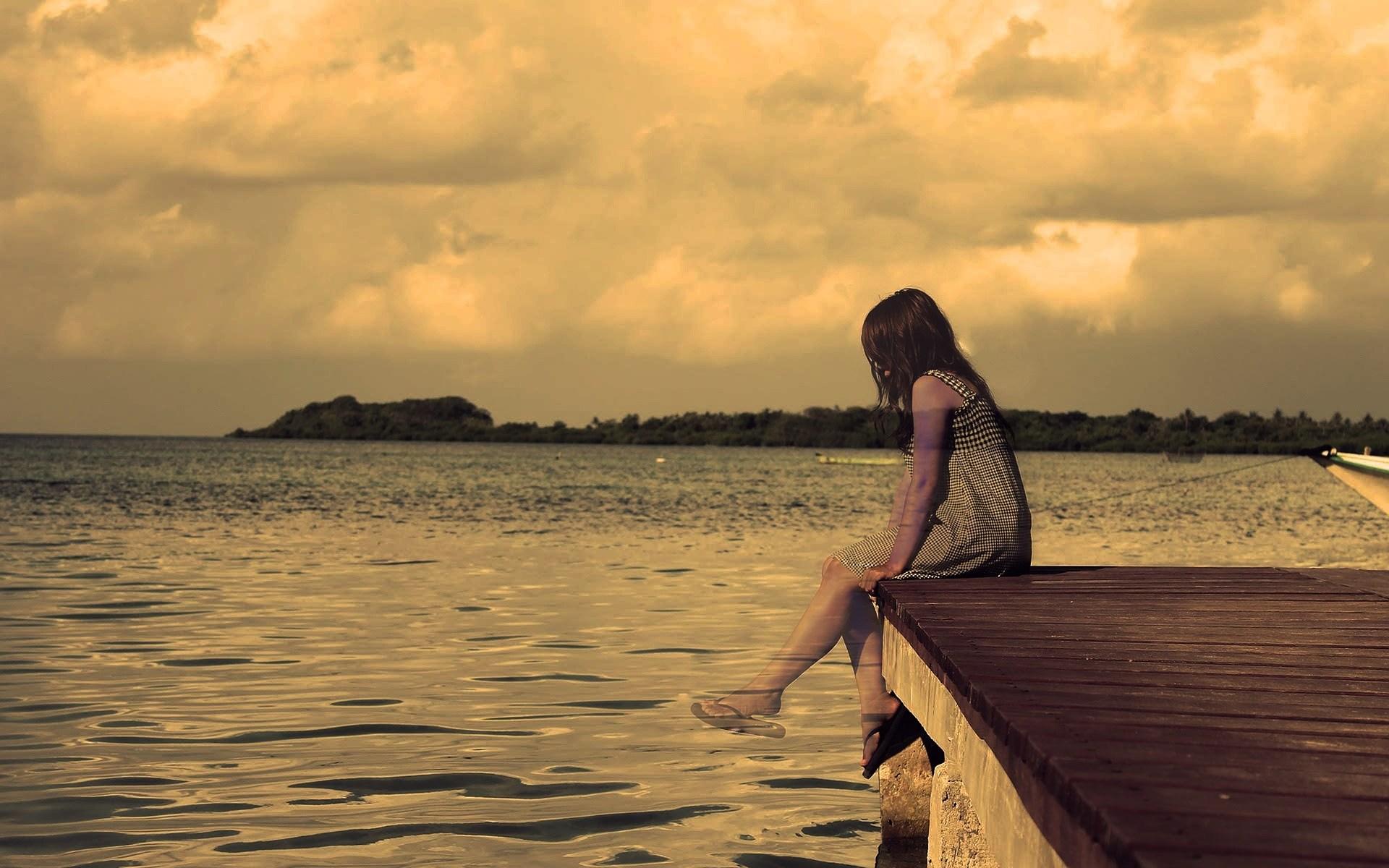 niña en silencio