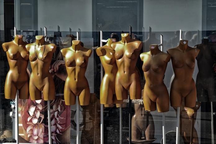 10 raisons d'être nu en société