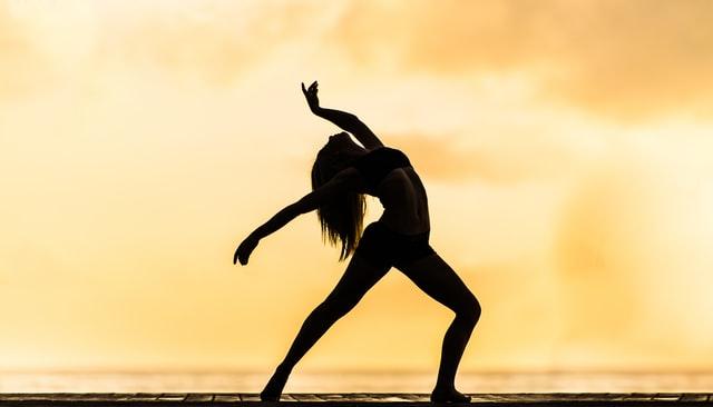 Idée naturiste n°59: allez à un cours de yoga nu