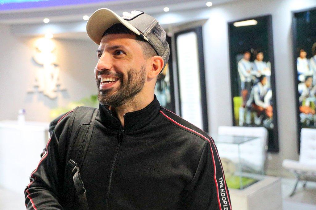Después de firmar con el Barcelona, el Kun Agüero llegó al país