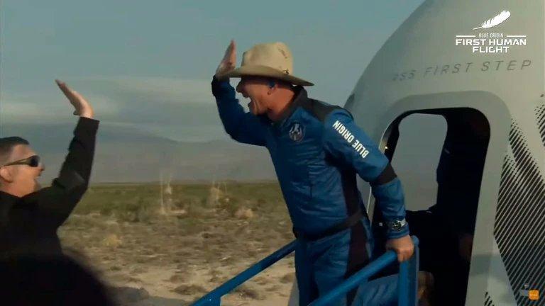 Jeff Bezos logró viajar al espacio durante 10 minutos