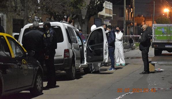 Loma Hermosa: encontraron asesinado a tiros a un policía dentro de una camioneta