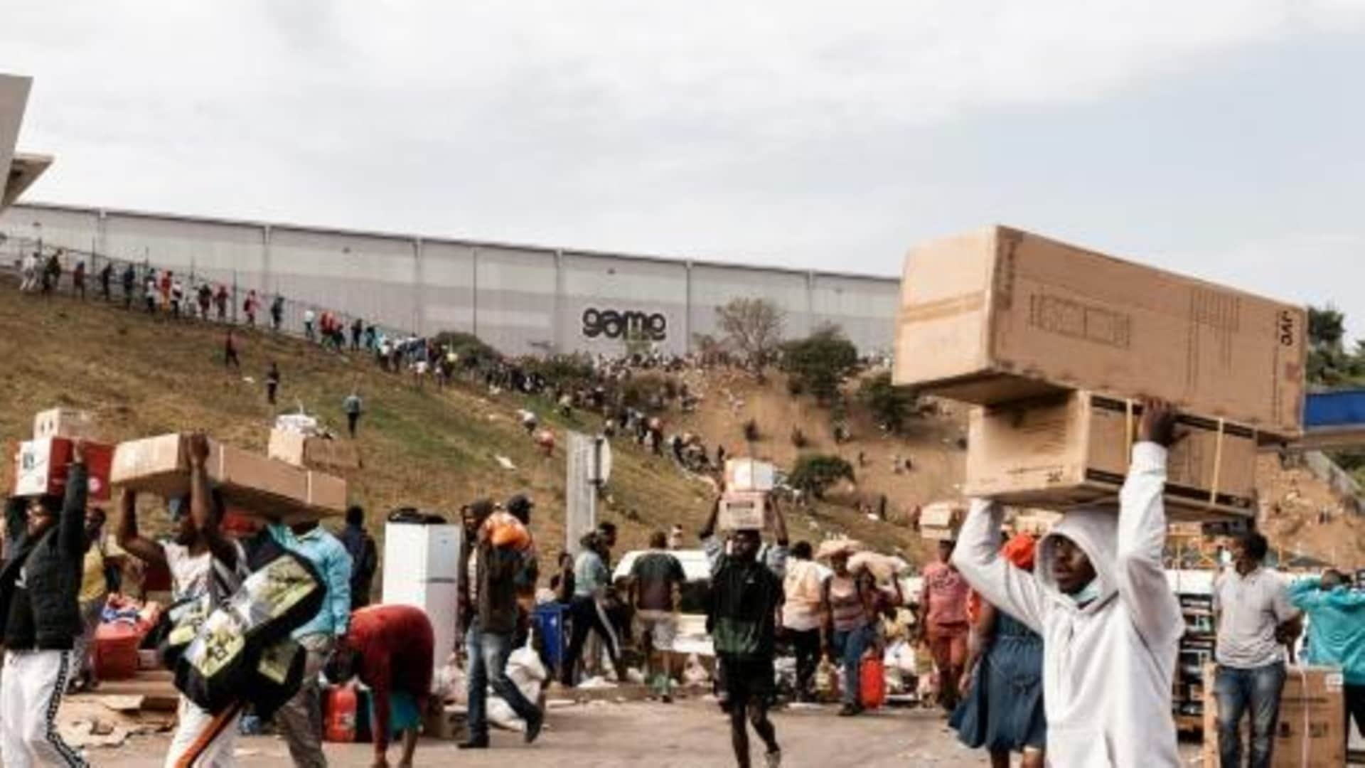 Sudáfrica: más de 70 muertos en protestas tras encarcelamiento del expresidente Jacob Zuma