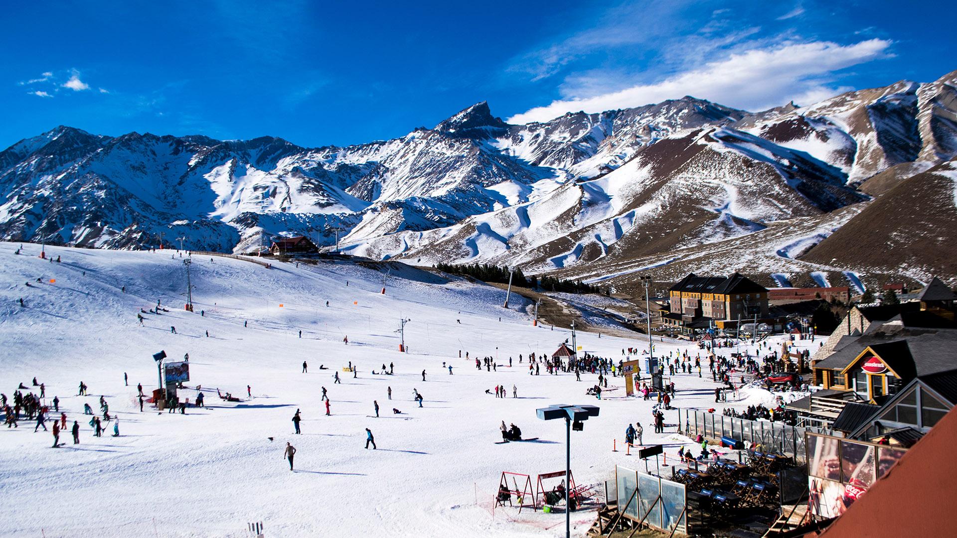 Vacaciones de invierno: aumentaron 330% los aéreos y 305% los alojamientos