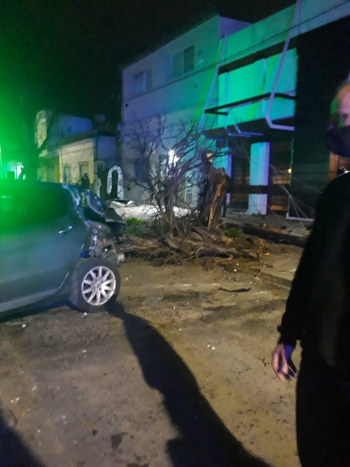 La Plata: conductor borracho chocó contra una casa y fue detenido