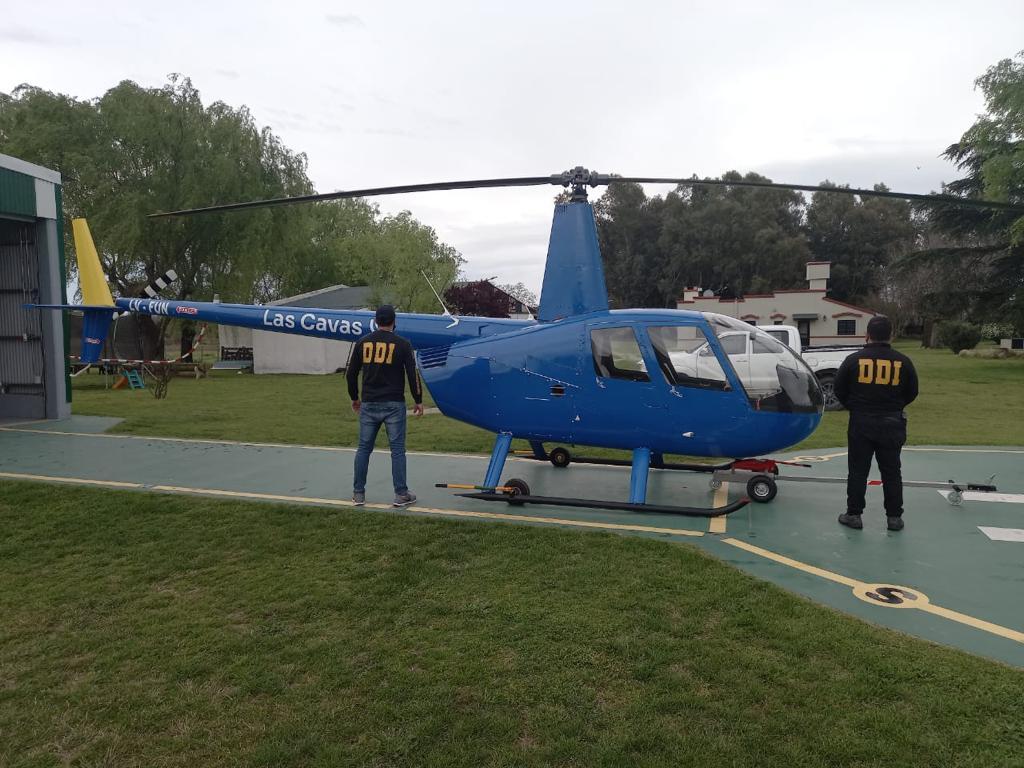 Disparaban contra jabalíes desde un helicóptero y los remataban a cuchillazos en tierra