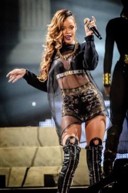 Rihanna viste de Givenchy para su tour