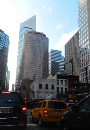 Diferentes estilos arquitectonicos entrelazados en el paisaje de la gran ciudad. (Foto Nueva York Digital)