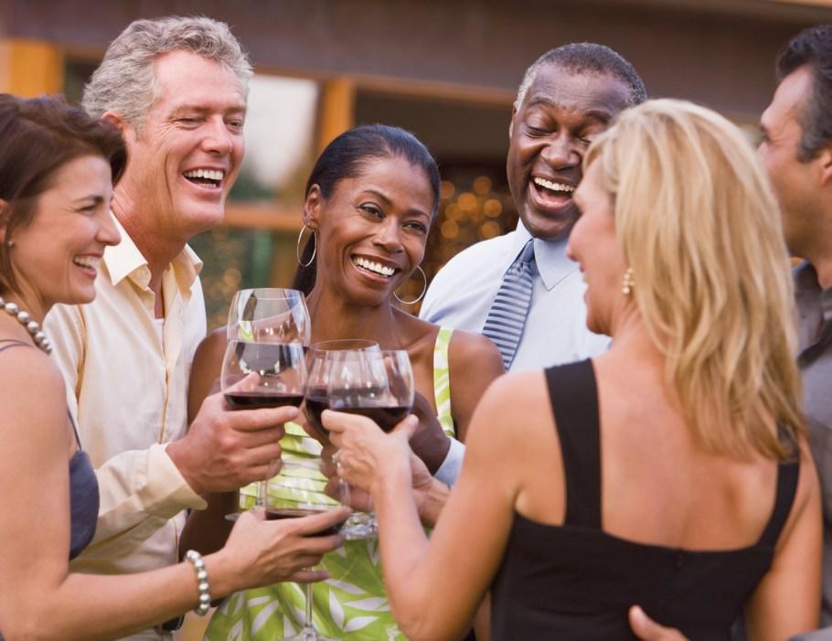 Fiesta de verano en el patio de su casa - Fotografía cortesía de Getty Images