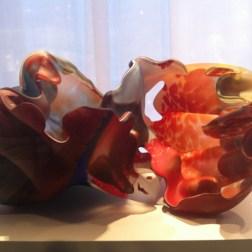 Escultura multicolores de estilo contemporáneo del artista estadounidense Marvin Lipofsky. Foto Julio César Paredes