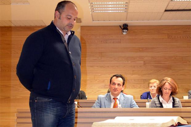 Francisco Javier Santos durante su toma de posesión en las postrimerías de la pasada legislatura