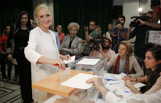 cristina-cifuentes-votando
