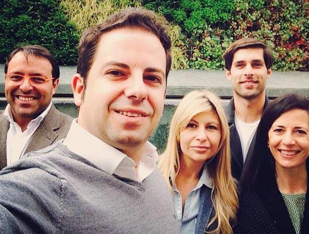 Rubén Maireles haciéndose un 'selfie' con algunos miembros de la candidatura del PP de Getafe