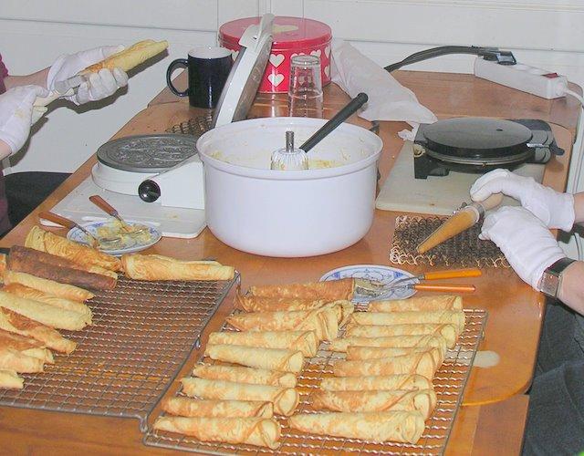 Krumkakefabrikk på stuebordet