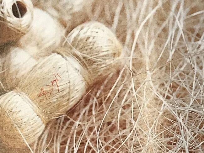 芭蕉の繊維を絡まらないように玉状にしたものを「チング」