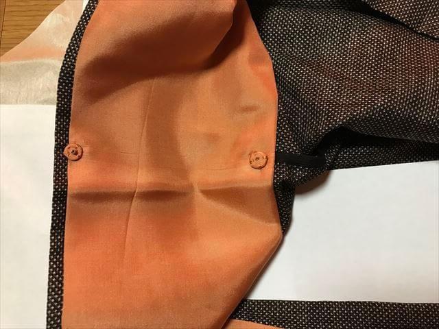 「和裁工房まゆ」の仕立て上がりの着物の受け取り。仕立て上がりの着物の衿のホック