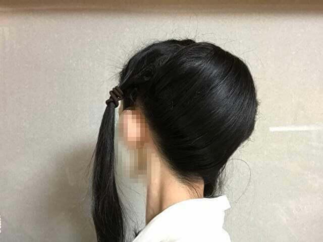 着物の髪型のアップのやり方、手順・すき毛の上に左側の後ろ髪を被せる