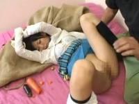 朝香南 宅配業者を装ったオッサンに無理やり犯される、つるつるパイパン女子校生