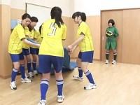 篠宮香穂関口真琴 【高画質】全裸サッカー部の鬼コーチによる練習風景です