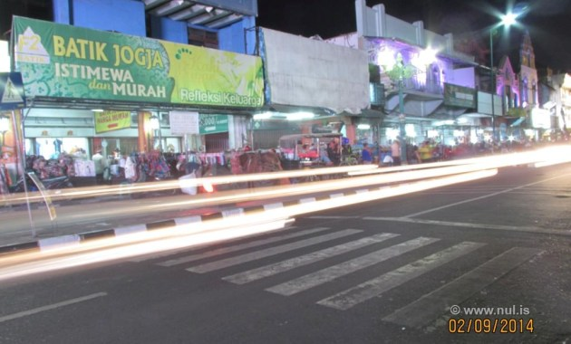 Cara Membuat Foto Light Trail